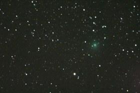 Komet C-2014 E2 (Jacques) je dugo-periodni komet otkriven 13. 03. 2014. u Brazilu. Njegov zelenkasti sjaj je zanimljiv.